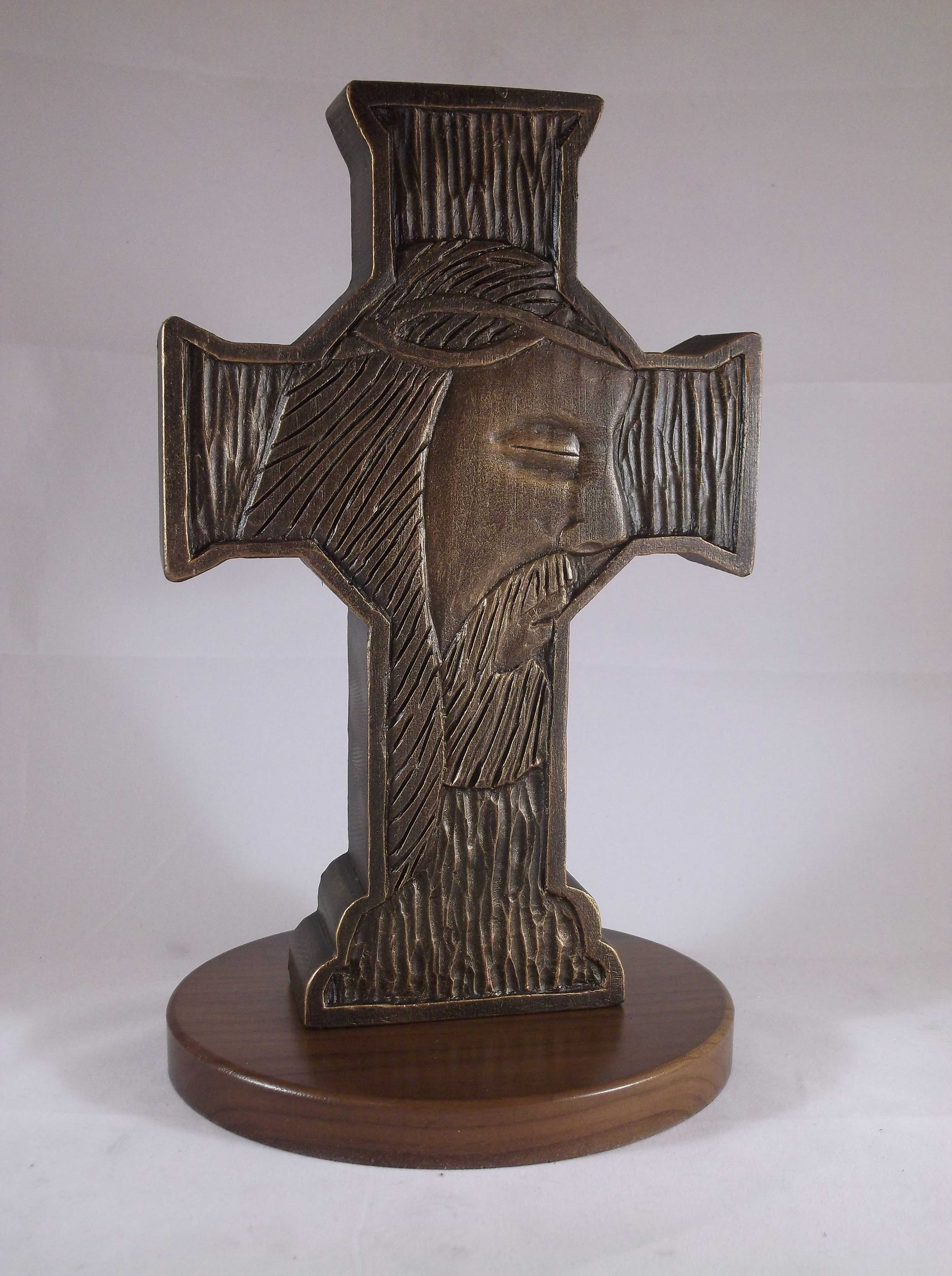 Jesus face carved in a cross